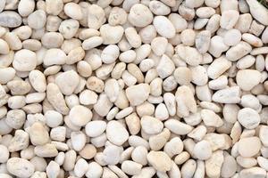 weiße felsige Steine