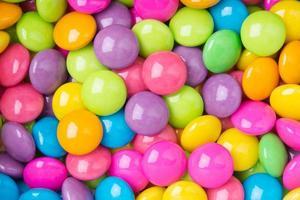 Haufen bunter süßer Süßigkeiten foto