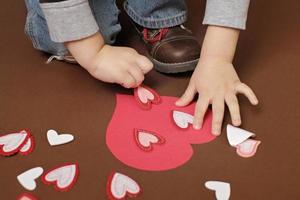 Valentinstag Handwerk mit Herzen foto
