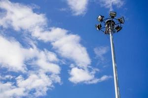 Flutlicht auf dem Himmelhintergrund foto