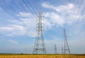 Hochspannungsturm, Kraftwerk zur Stromerzeugung