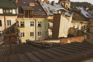 Blick auf die Dächer aus der Höhe foto