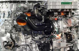 Nahtransport von schweren Lkw-Motoren foto