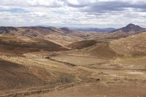 madagassische Landschaft in der Trockenzeit foto