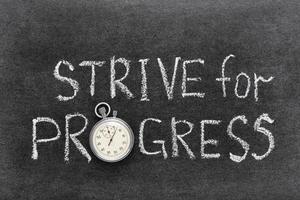 nach Fortschritt streben