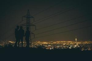 Silhouette von drei Personen foto