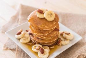 Mandel-Bananen-Pfannkuchen foto