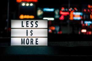 weniger ist mehr Schild