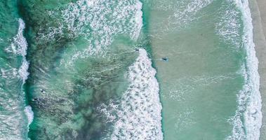 Luftaufnahme von Surfern foto