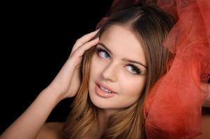 junge Frau überrascht und aufgeregt foto