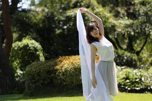 im Park tanzen foto