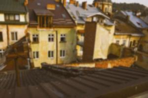 Blick auf die Dächer aus der Höhe. Unscharfer Hintergrund foto