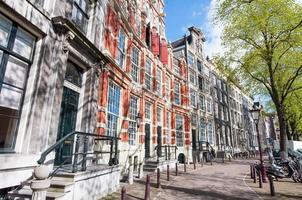 Wohnhäuser aus dem 17. Jahrhundert in Amsterdam, Niederlande. foto