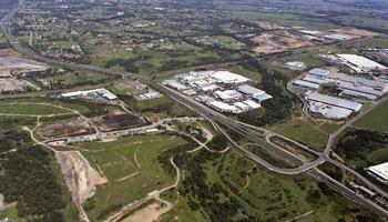 Luftaufnahme einer typischen Autobahn foto