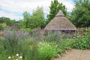 traditioneller Gemüse- und Obstgarten in einem typischen Devon-Dorf