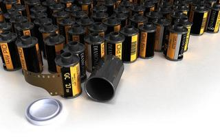 Stapel Filmkanister für analoge Kamera foto