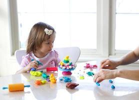 Lehren, Spielteig zu verwenden foto