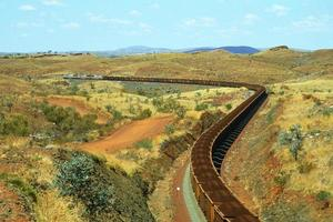30.000 Tonnen Eisenerz gehen zum Hafen foto