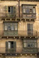 traditionelle Balkone in Malta. foto