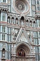 Detail der Fassade der Kathedrale von Florenz foto