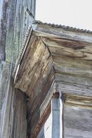 der Teil des alten Holzhauses foto