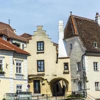 alte Häuser in der mittelalterlichen Stadt Krems foto