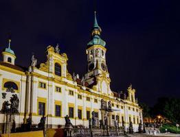 Nachtansicht der Loreta-Fassade foto