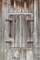 geschlossener Holzfensterladen foto