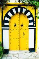 gelbe arabische Tür foto