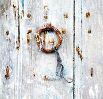 braunes Marokko in Afrika die alte Holzfassade nach Hause foto