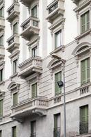 Balkone an der Fassade foto