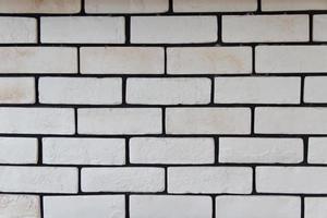 weiße Backsteinmauer