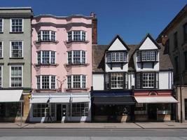 altes Wohnhaus und Geschäfte foto