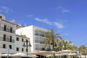 Moraira weiße Häuser Palme Mittelmeer Spanien foto