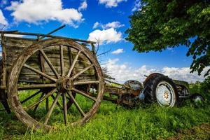 alter antiker Traktor foto