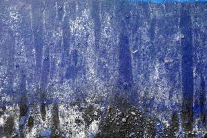 heisere, zerkratzte, geschälte Oberfläche mit blauem, weißem und schwarzem Pai
