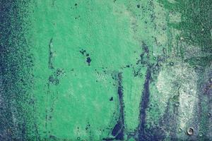heisere, zerkratzte und geschälte Oberfläche mit grüner und blauer Farbe