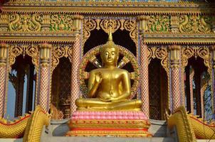 goldene Buddha-Statue foto