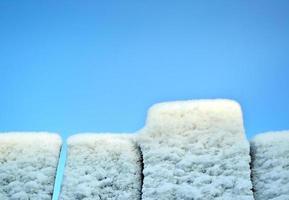 Schnee auf dem Zaun foto