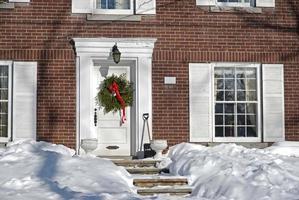Haustür mit Weihnachtskranz foto