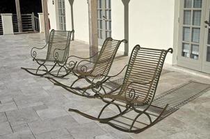 drei leere Stühle. foto