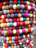mehrfarbige Textilkugeln
