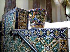 Fliesenarbeiten im spanischen maurischen Stil
