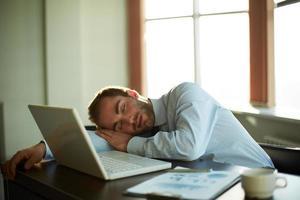 bei der Arbeit schlafen foto