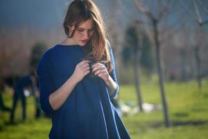 junge Mädchen in der Natur foto