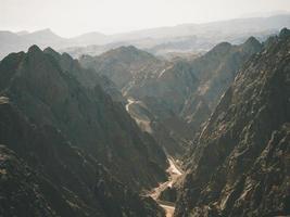 dunstiger Blick auf das Tal
