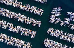 Vogelperspektive des Seehafens