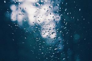 Wassertau auf Glas