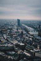 Luftaufnahme von Hochhäusern foto