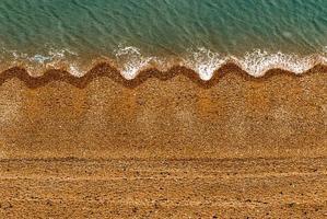 Meereswellen an der Küste foto